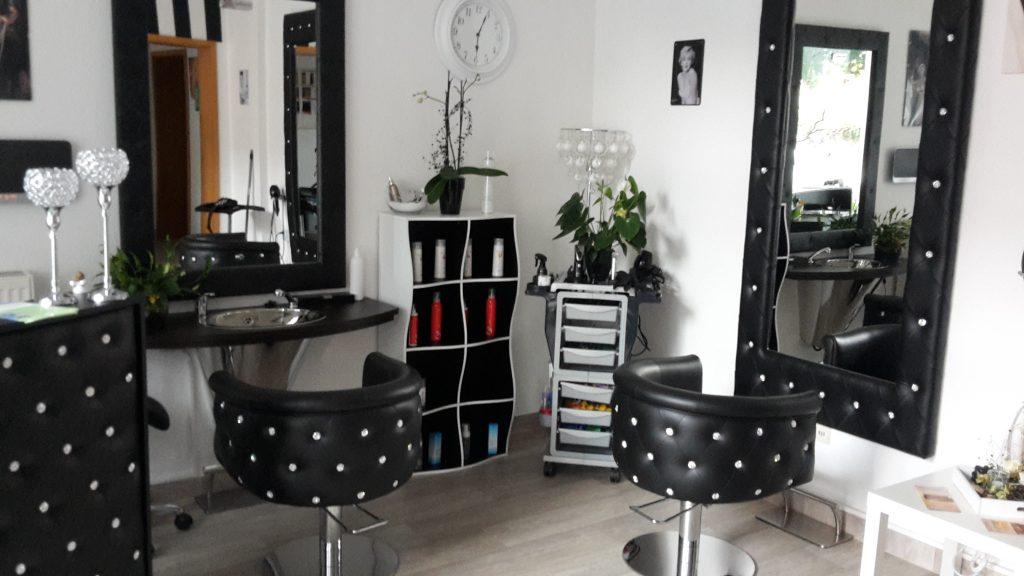 Grafik - Herrenbedienplatz im Friseur Salon